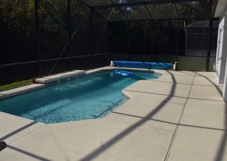 Large pool deck for sun bathing