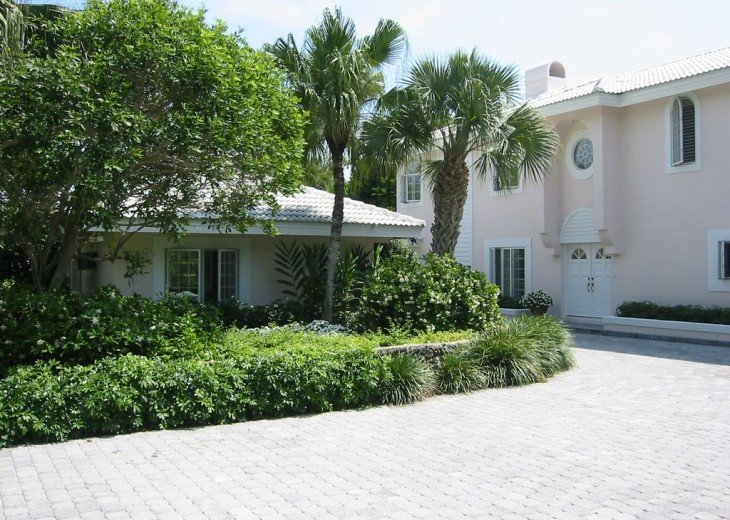 SPECIAL RATES UPON RQST* Charming Old Naples home 75 yards to the Naples beach #2