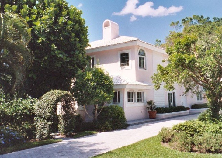 SPECIAL RATES UPON RQST* Charming Old Naples home 75 yards to the Naples beach #3