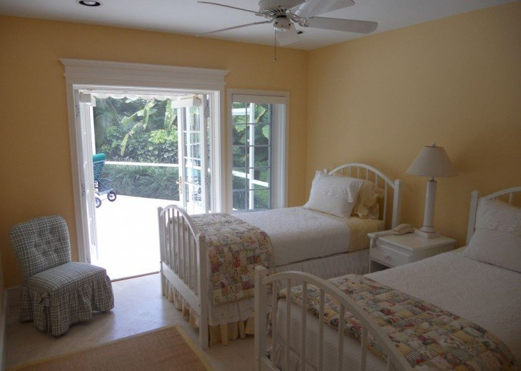 SPECIAL RATES UPON RQST* Charming Old Naples home 75 yards to the Naples beach #20