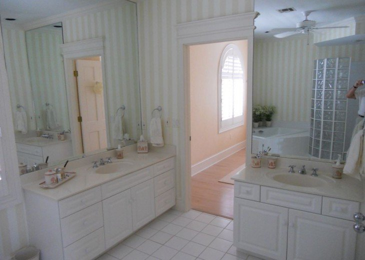 SPECIAL RATES UPON RQST* Charming Old Naples home 75 yards to the Naples beach #18