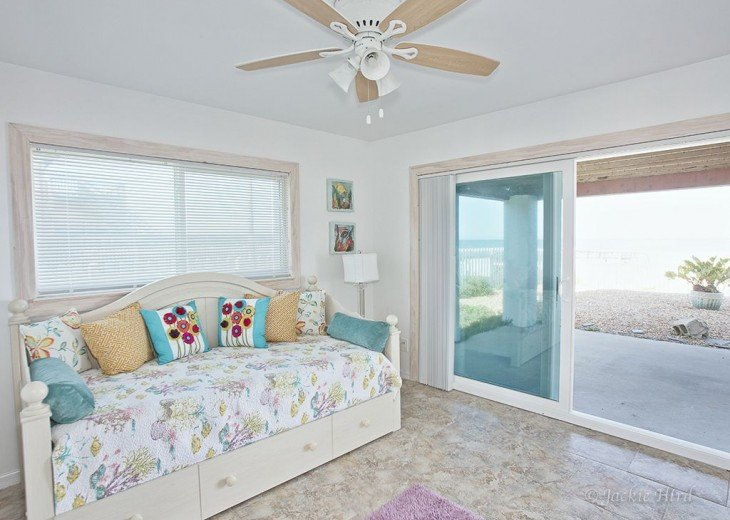 Sundance luxury beach house on ocean, No roads to cross 57 -5 star reviews #17