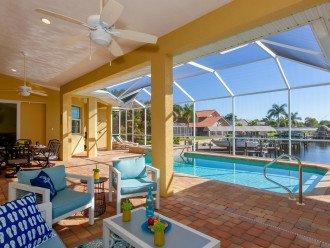 Sailboat access, 4 bedroom plus Den, Pool, Hot Tub, Sleeps 10, Sunny Daze Villa #1