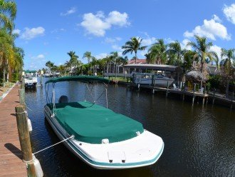 23.6 foot HURRICANE SUN DECK BOAT available for rent to a low price