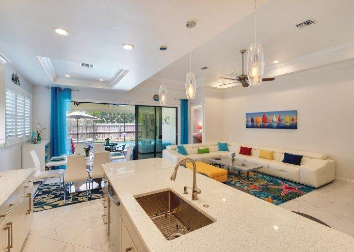 Sleek and Modern Pool & Spa Private Naples Park Home #8