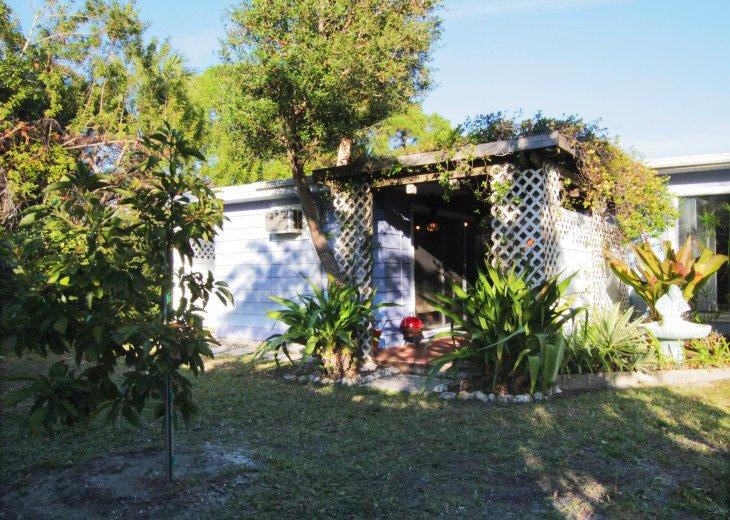 Garden Terrace - Studio Bungalow -WEEKLY/MONTHLY RENTAL #29