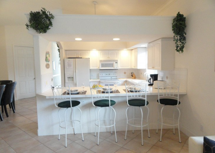Fully equipped kitchen with kitchen counter