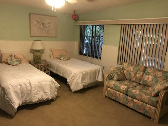 Large 4th Bedroom/ Twin XL Beds