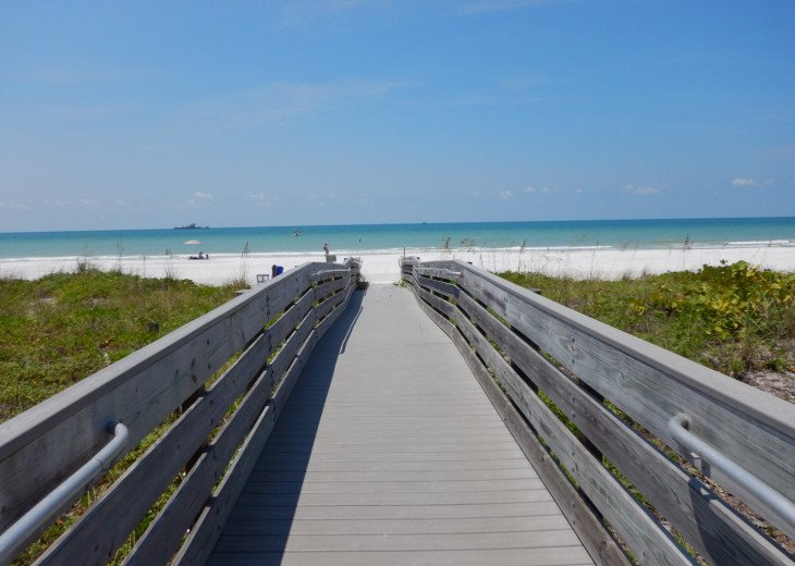 1 Mile To The Beach! Private Apartment! Available in April! Washer/Dryer/Park. #11