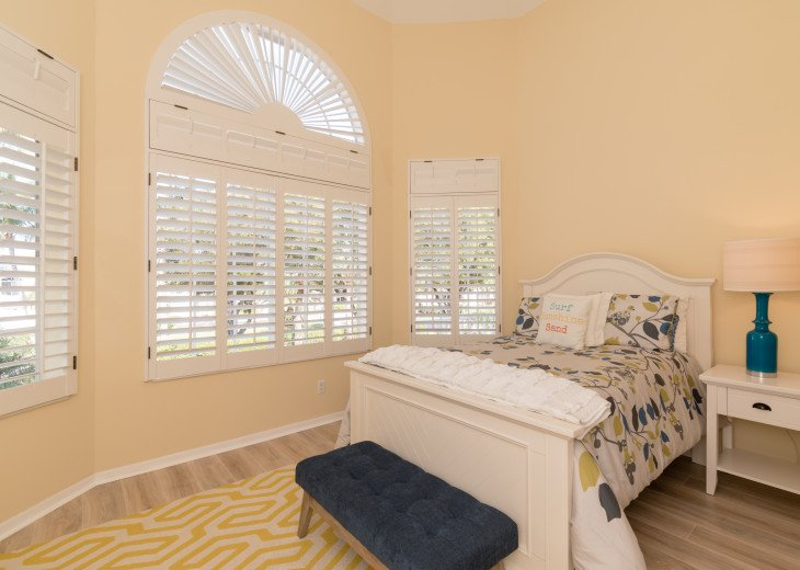 COME STAY AT BEAUTIFUL & PEACEFUL OSTEGO BAY AND ENJOY A SPACIOUS 2,100 SQ FT #20