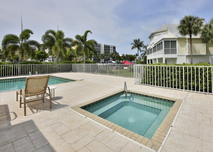 COME STAY AT BEAUTIFUL & PEACEFUL OSTEGO BAY AND ENJOY A SPACIOUS 2,100 SQ FT #27