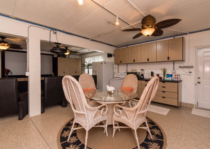 COME STAY AT BEAUTIFUL & PEACEFUL OSTEGO BAY AND ENJOY A SPACIOUS 2,100 SQ FT #23