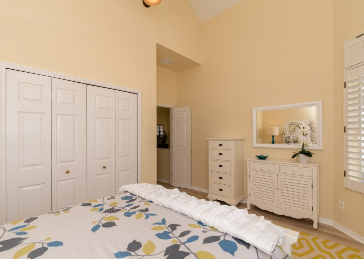 COME STAY AT BEAUTIFUL & PEACEFUL OSTEGO BAY AND ENJOY A SPACIOUS 2,100 SQ FT #21