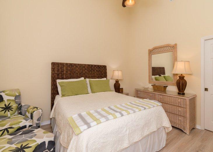COME STAY AT BEAUTIFUL & PEACEFUL OSTEGO BAY AND ENJOY A SPACIOUS 2,100 SQ FT #17