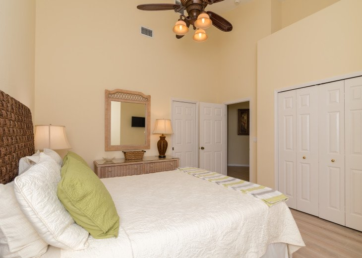 COME STAY AT BEAUTIFUL & PEACEFUL OSTEGO BAY AND ENJOY A SPACIOUS 2,100 SQ FT #18