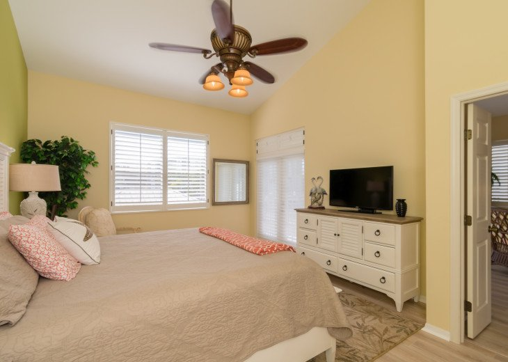 COME STAY AT BEAUTIFUL & PEACEFUL OSTEGO BAY AND ENJOY A SPACIOUS 2,100 SQ FT #14