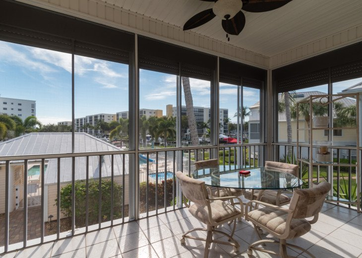 COME STAY AT BEAUTIFUL & PEACEFUL OSTEGO BAY AND ENJOY A SPACIOUS 2,100 SQ FT #24