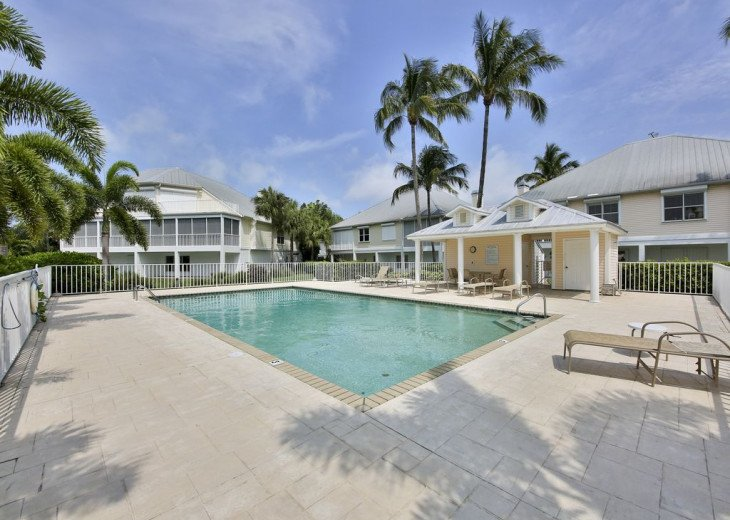 COME STAY AT BEAUTIFUL & PEACEFUL OSTEGO BAY AND ENJOY A SPACIOUS 2,100 SQ FT #26