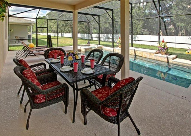 Patio table and 5 chairs with loungers