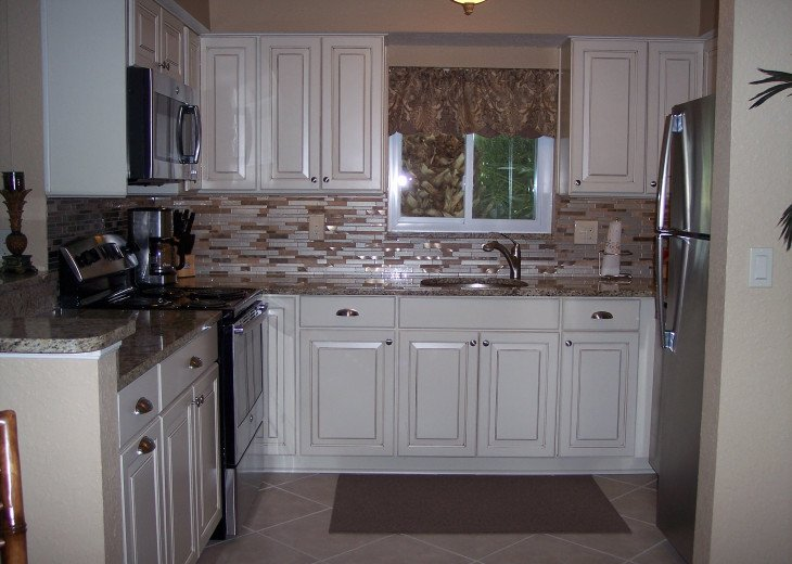Fully stocked beautiful new kitchen