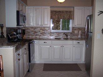 Fully stocked beautiful new kitchen