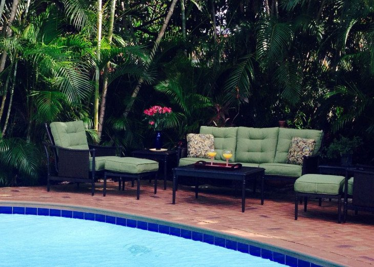 Vacationer's Paradise! Beautiful designer's 3/3, heated pool, gym, home theatre #10