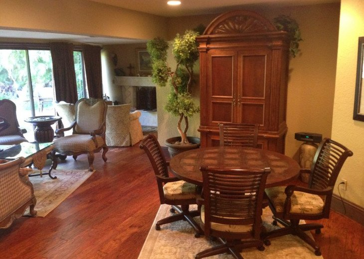 Vacationer's Paradise! Beautiful designer's 3/3, heated pool, gym, home theatre #9
