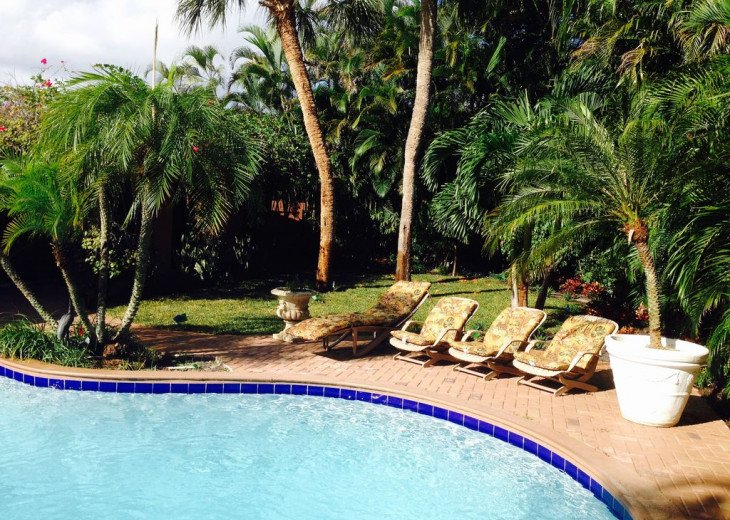 Vacationer's Paradise! Beautiful designer's 3/3, heated pool, gym, home theatre #6