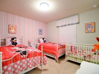 Twin bedroom 3 with crib