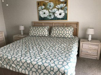 Master suite w/king bed