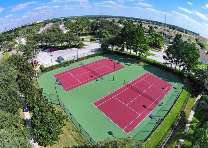 Florida & Tennis !! Free to use , refundable deposit to use clubhouse rackets