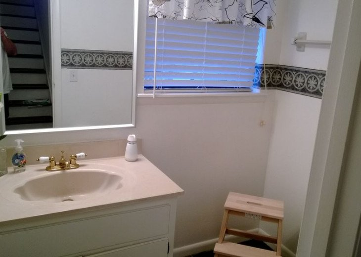 Second floor 1/2 bathroom