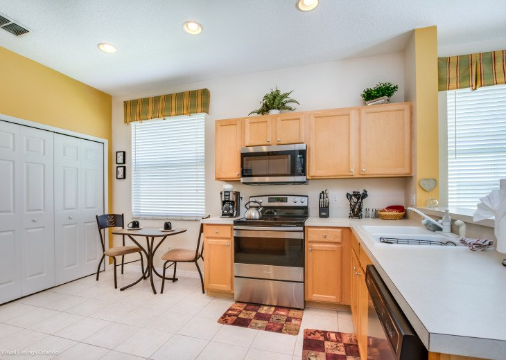 BEAUTIFUL VACATION HOME ON A GOLF COURSE WITH A POOL NEAR DISNEY #42