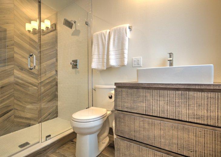 Ensuite Bath for Queen bedroom # 4