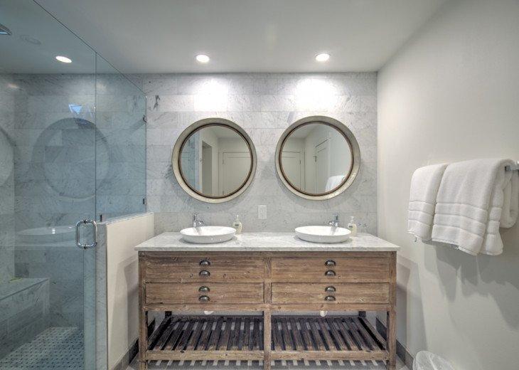 King/master Bedroom Bath