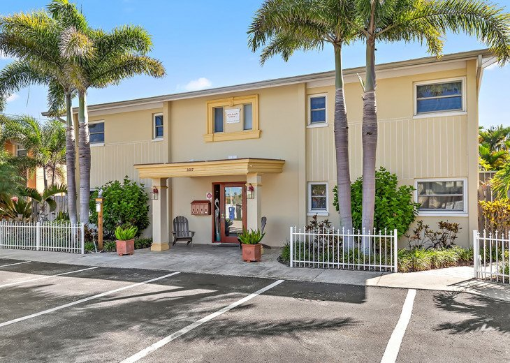 Brought to you by Florida Sun Vacation Rentals the Dockside Villas.
