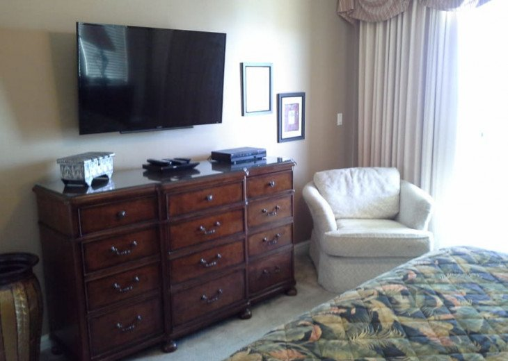 West End Unit with 2 Kings, 2 Queens and Queen SS - 11th Floor - over 2,000 SqFt #13