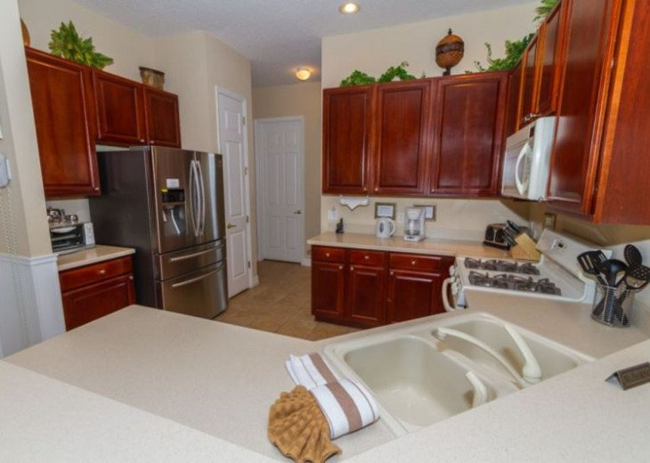 Kitchen - well equipped with all major appliances