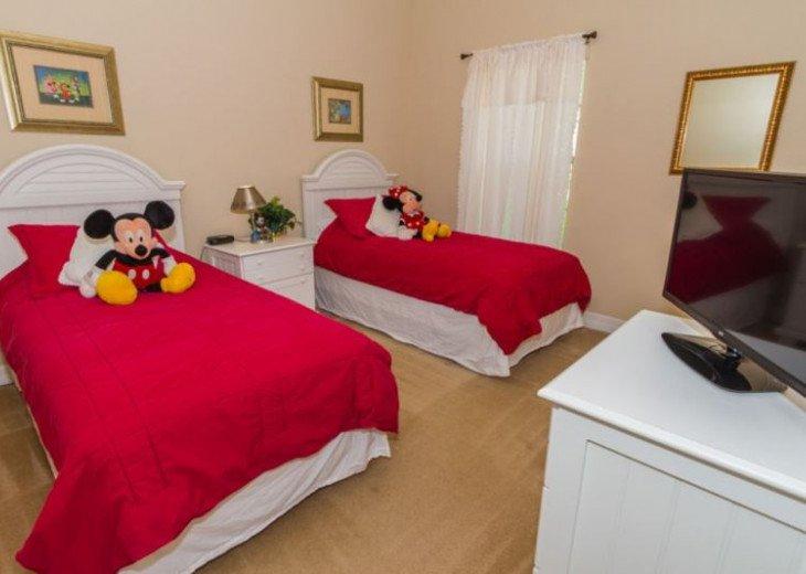 Twin Room with Mickey/Minnie theme