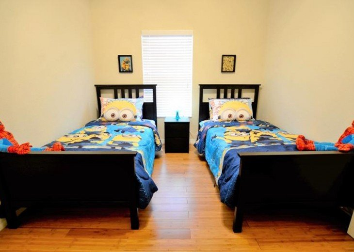 The 4th bedroom with 2 twin beds