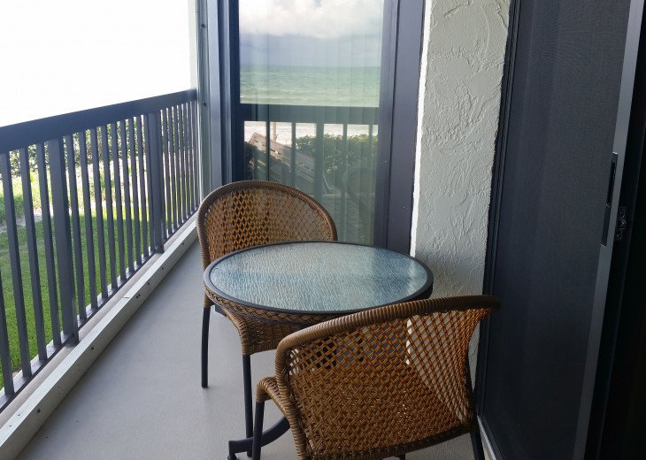 Ocean View Condo, steps from the beach on Beautiful Hutchinson Island- 3 mo.min. #5