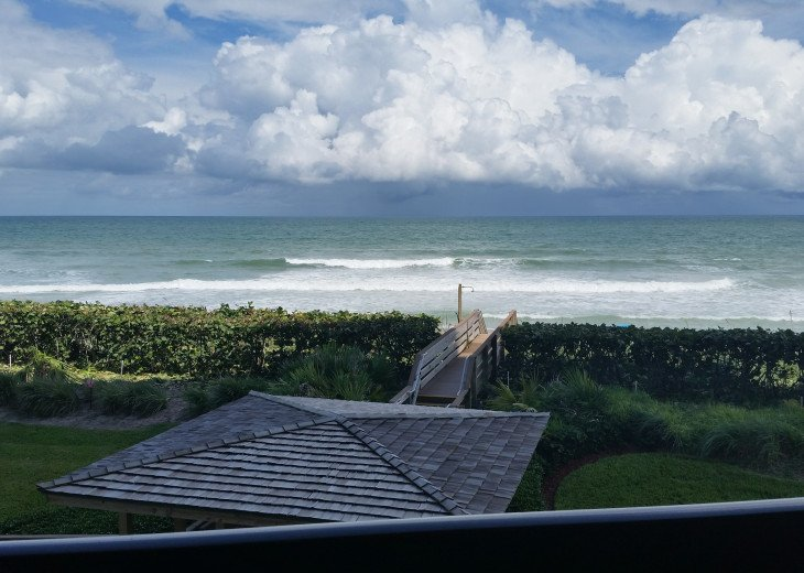Ocean View Condo, steps from the beach on Beautiful Hutchinson Island- 3 mo.min. #6