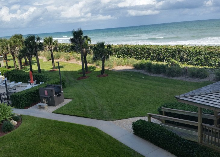 Ocean View Condo, steps from the beach on Beautiful Hutchinson Island- 3 mo.min. #4