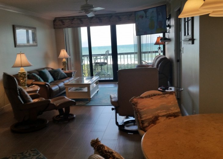 Ocean View Condo, steps from the beach on Beautiful Hutchinson Island- 3 mo.min. #16