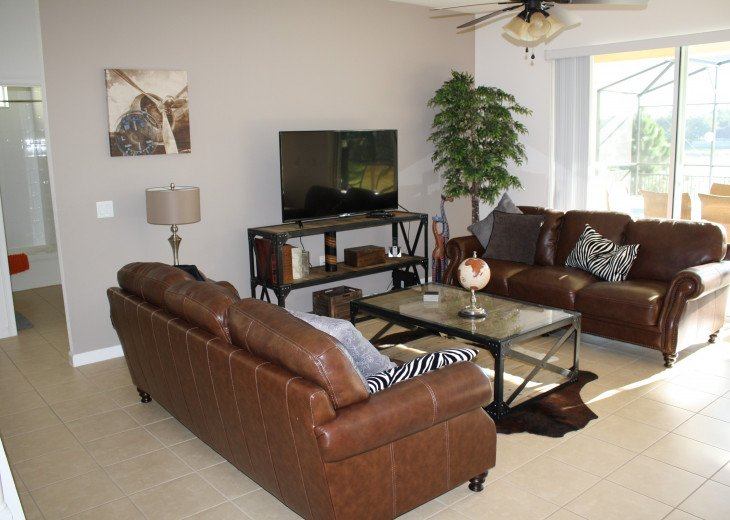Luxury on the Lake! New 5 Bedroom Home Theatre Room & Sports Package #9