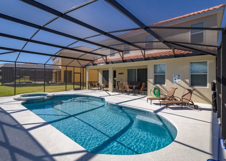 Enjoy your own outdoor veranda in this 5-bedroom with private pool and spa #39