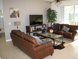 Luxury on the Lake! New 5 Bedroom Home Theatre Room & Sports Package #1