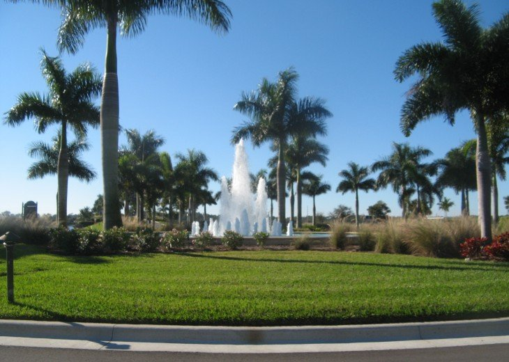 Water Fountain near entrance in Heritage Bay