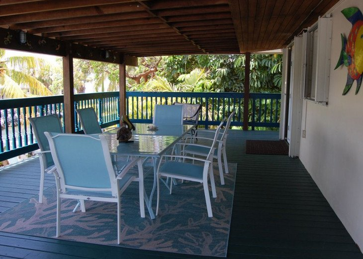 Outdoor Dining on the Wraparound Deck
