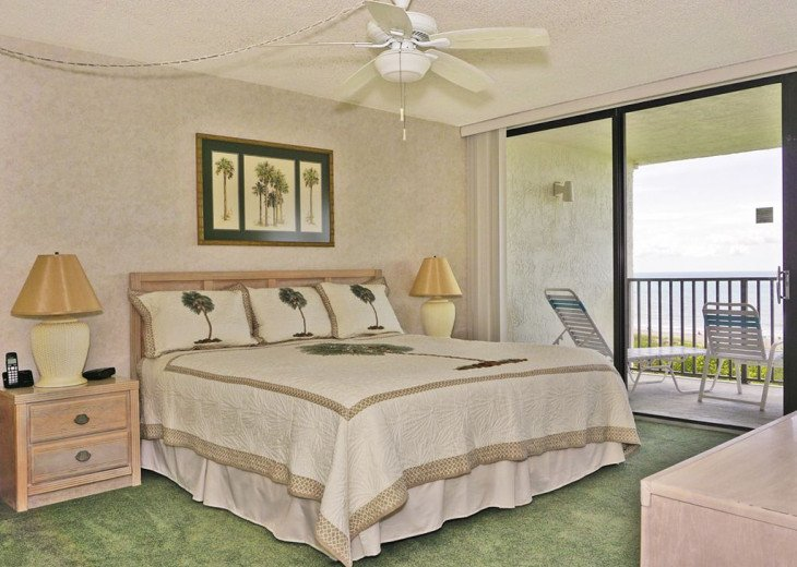 BEACH FRONT PENTHOUSE w/Private Balcony - Master Bedroom & Living Room on Ocean #7